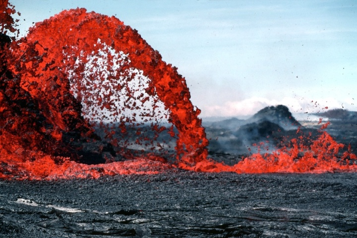 Pahoeoe lava fountain 30 feet high